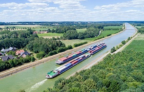 Inland waterway vessels of BCFBCF at the Elbe-Seiten Channel on its way to and from Hamburg - sm